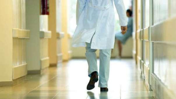Detienen a un médico en EE.UU por esterilizar a mujeres con operaciones innecesarias - RT