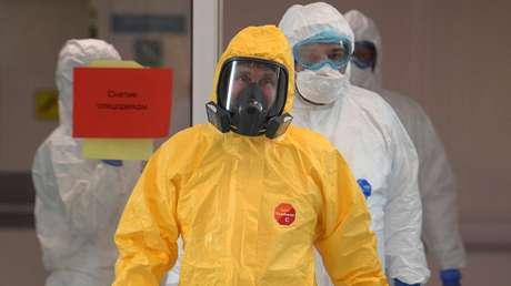 VIDEO: Putin se pone un traje de protección durante su visita a un hospital ruso que recibe a pacientes con síntomas de coronavirus