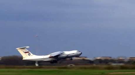Avión militar ruso con ayuda médica contra el coronavirus parte hacia EE.UU.
