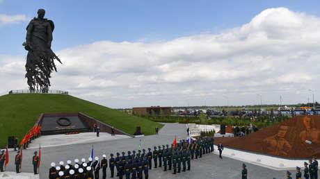 """""""Es un símbolo de admiración al soldado héroe"""": Putin inaugura un memorial a los caídos en una de las batallas más sangrientas de la II Guerra Mundial"""