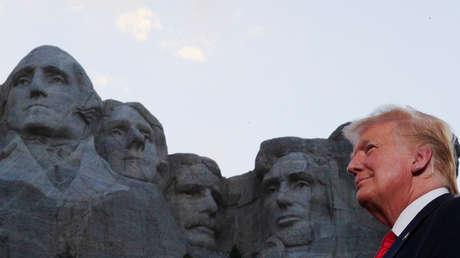 """Trump ordena crear un parque de monumentos de """"héroes estadounidenses"""" y arremete contra el derribo de estatuas"""