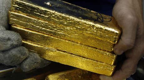 """Economista: """"El mundo está volviendo al patrón oro y el dólar está a punto de colapsar"""""""