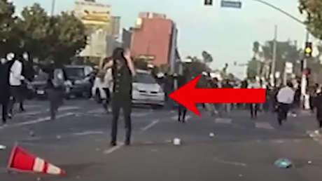 VIDEO: Joven recibe un disparo en la cabeza por parte de la Policía de EE.UU. mientras se manifestaba con las manos en alto