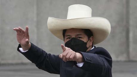 Aumenta la aprobación de Pedro Castillo en Perú mientras crece el rechazo al Congreso y su presidenta