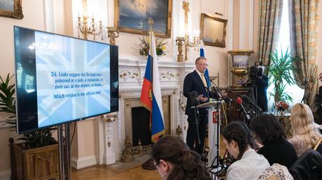Russlands Botschafter in Großbritannien, Alexander Jakowenko, während einer Präsentation zum Fall Skripal im April 2018.