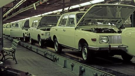 Wartburg-Montageband im VEB Automobilwerk Eisenach in der DDR.