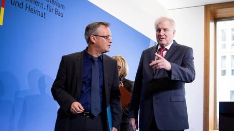 Innenminister Horst Seehofer und Staatssekretär Hans-Georg Engelke hatten am Mittwoch verkündet, dass ein Disziplinarverfahren gegen Stephan Kohn eingeleitet wird.