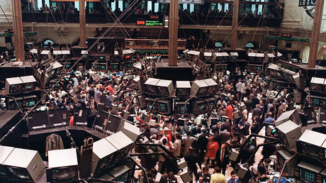 FILE PHOTO: View of the floor of the New-York Stock Exchange where the Dow Jones dropped over 500 points, 19 October 1987 © Maria Bastone / AFP