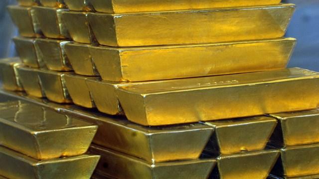 Investors dump US dollar & rush to gold