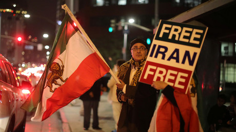 People protest in Los Angeles, California, U.S., in support of anti-government protesters in Iran © Lucy Nicholson