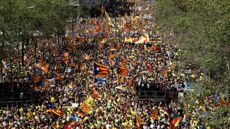 Hundreds of thousands demand release of independence leaders in Barcelona
