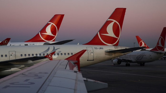Turkish airlines plane tail smashed in dramatic collision at Istanbul Intl' Airport (VIDEO)