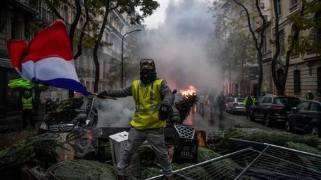 5c06ed0bfc7e93bb668b45c3 Yellow Vests leader: Fuel tax moratorium is crumbs, we want the baguette