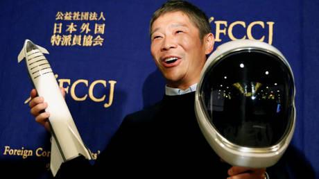 5c33347bdda4c85f348b45f0 Eccentric Japanese billionaire earns retweet world record with $92mn giveaway