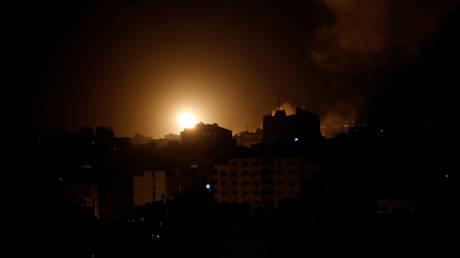 5c3a690cdda4c833158b45d1 Israel strikes Gaza in response to rocket fire