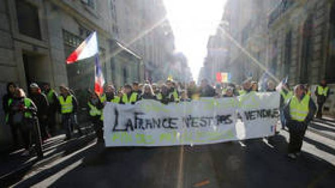 'Officials' worst nightmare': Yellow Vests hope to trigger bank run with financial protest