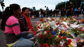 Mourners lay flowers outside the Masjid Al Noor mosque in Christchurch © Reuters / Jorge Silva