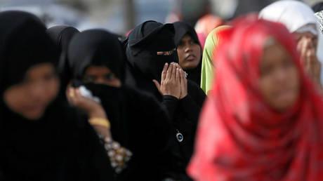5cc63482fc7e932e188b45aa Sri Lanka bans all face coverings, including Muslim veil, to facilitate terrorist identification