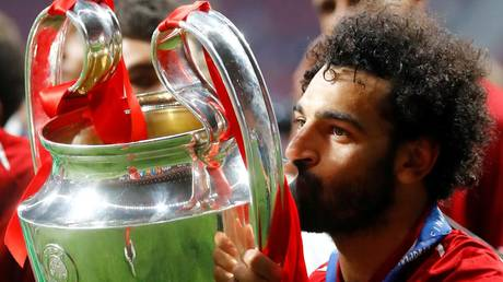 5cf3ed2ffc7e932c2d8b4587 Mo so tired! Sleepy Liverpool star Salah cuddles up to Champions League trophy on plane (PHOTOS)