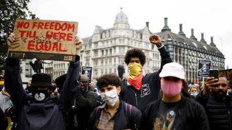 Demonstrators wearing protective masks during a Black Lives Matter protest in Parliament Square, London, June 6, 2020 © Reuters / Henry Nicholls