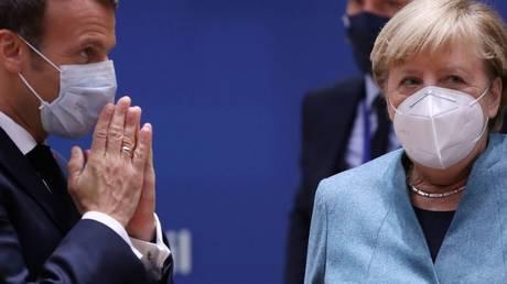 Germany's Chancellor Angela Merkel and France's President Emmanuel Macron attend EU summit in Brussels, Belgium. October 15, 2020. © REUTERS/Yves Herman/Pool
