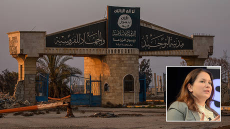 The logo of the displaced terrorist militia Islamic State is denounced on a gate of a bombed area in Rakkas © Getty Images/Sebastian Backhaus/NurPhoto; inset Rukmini Callimachi © Getty Images for SXSW/Nicola Gell