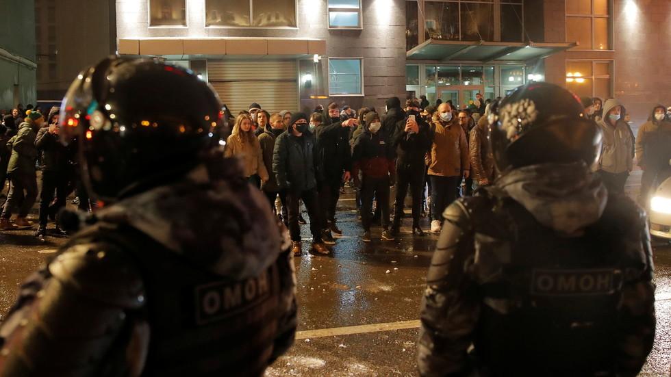 Navalnij - Több orosz városban ellenzéki tüntetőket vettek őrizetbe