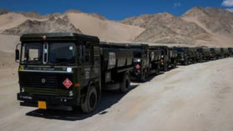 """Szef armii Indii nazywa Chiny i Pakistan """"potężnym zagrożeniem"""", ale ma nadzieję na """"pokojowe rozwiązanie"""" sporu granicznego z Pekinem"""