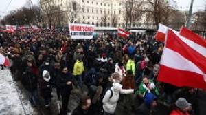 DEZ MIL manifestantes condenam os freios da Covid-19 em Viena e enfrentam contraprotesto (VÍDEOS)