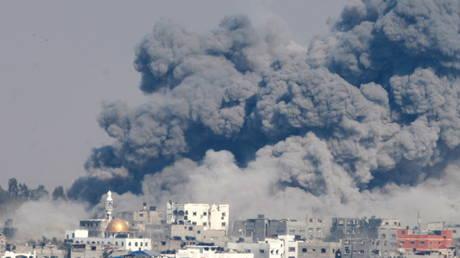 FILE PHOTO: Smoke rises following Israeli air strikes in Gaza City, July 29, 2014.