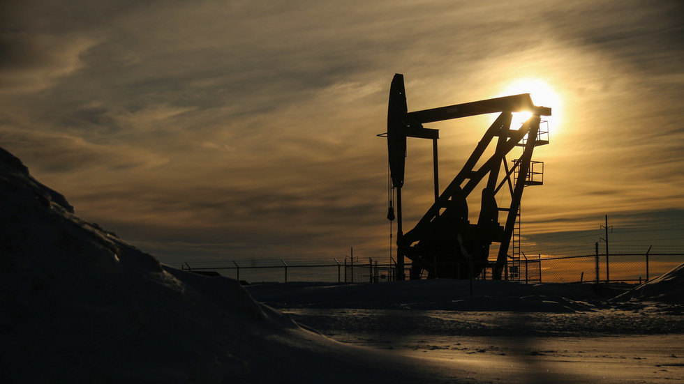 Oil nosedives as concern over third wave of Covid-19 crushes demand