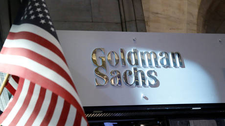 FILE PHOTO: A view of the Goldman Sachs stall on the floor of the New York Stock Exchange July 16, 2013.  © Reuters / Brendan McDermid