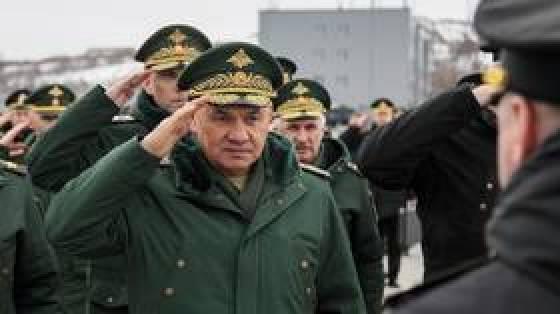 Rosyjskie wojska na granicy Ukrainy są `` gotowe do obrony kraju '' w przypadku wojny - mówi minister obrony Shoigu, ostrzegając przed narastaniem NATO