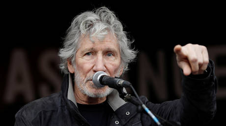 Roger Waters speaks during a protest against the extradition of Julian Assange, at Parliament Square in London, Britain, February 22, 2020 © Reuters / Peter Nicholls