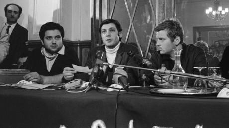 De gauche à droite, trois leaders de la contestation étudiante en mai 68 : Alain Geismar, Jacques Sauvageot et Daniel Cohn-Bendit