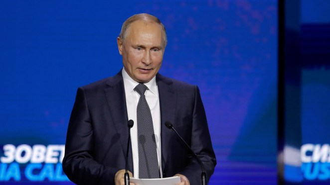 "Vladimir Putin: ""It's not us leaving the dollar, it's the dollar that leaves us"""
