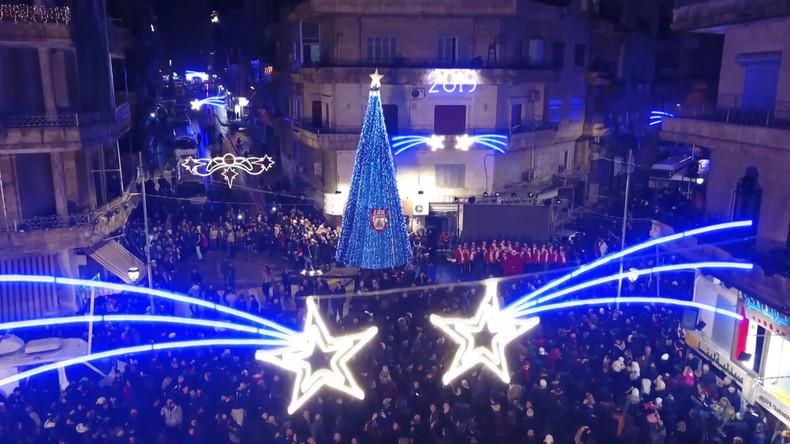Syrie : Alep, illuminée, célèbre Noël après des années de guerre (IMAGES)
