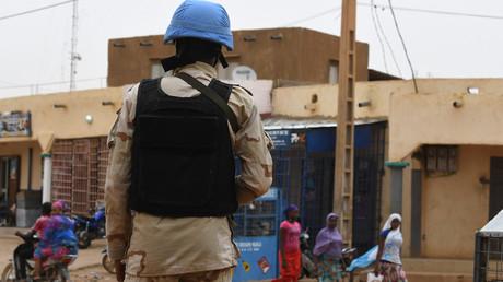 Un Casque bleu patrouille dans les rues de Gao, au nord-est du Mali, le 3 août 2018 (image d'illustration).
