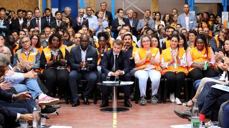 Débats, création de comités Théodule : comment Macron répond immédiatement à l'urgence