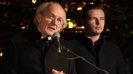 Le père d'Assange : «Julian risque de mourir en prison pour avoir révélé la vérité»
