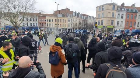 Acte 67 à Lille : face-à-face tendu entre les Gilets jaunes et les forces de l'ordre