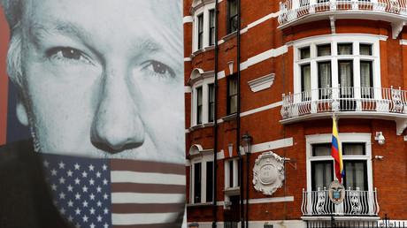 Photos intimes d'une diplomate, pistage de son bébé : révélations sur l'espionnage d'Assange