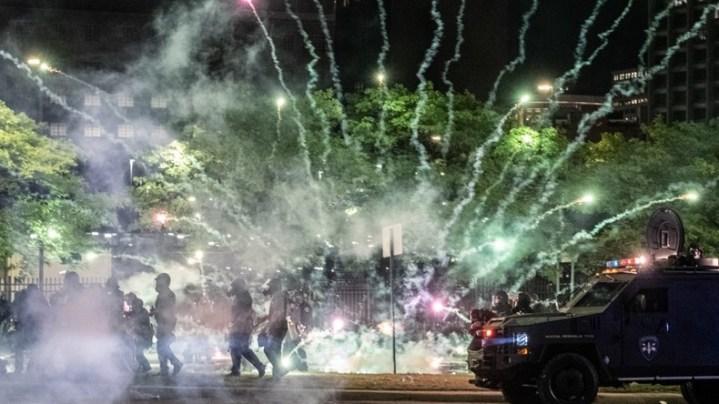 «RUSSIE, RUSSIE, RUSSIE» : un invité de CNN évoque la main de Moscou dans les émeutes, Trump répond