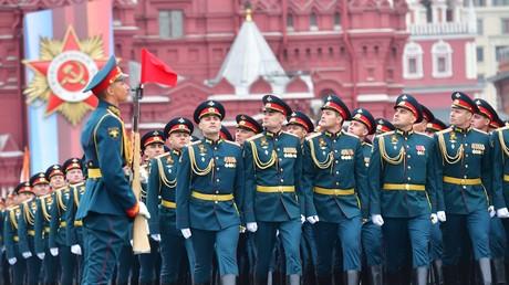 Poutine estime que le pic de la pandémie est passé et annonce la date du défilé de la Victoire