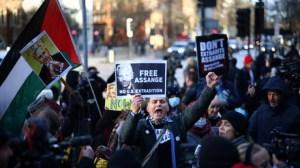 «Enorme déception» : La justice britannique refuse la libération sous caution de Julian Assange