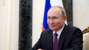 «Tout va bien se passer» : après sa seconde dose du vaccin, Poutine appelle à suivre son exemple