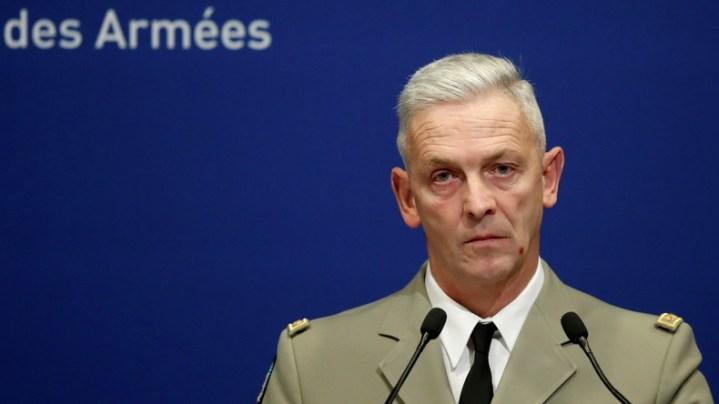 Tribune de militaires : un ancien aumônier de l'armée critique le chef d'état-major Lecointre