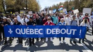 Canada : des dizaines de milliers de personnes manifestent contre les mesures sanitaires à Montréal
