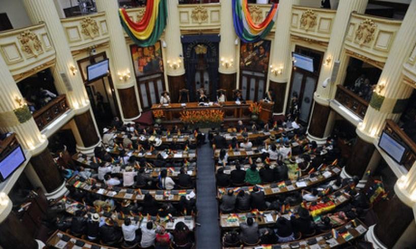 Des parlementaires boliviens s'expliquent à coups de poings en pleine séance