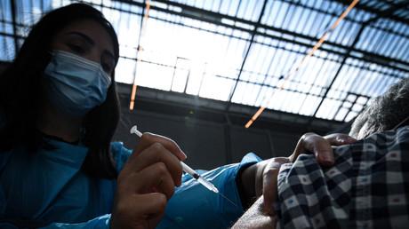 Le gouvernement envisage la vaccination obligatoire au-delà des seuls soignants, selon les syndicats
